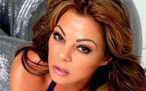 V 80. letech patřila k nejvíce sexy zpěvačkám, idolům mužských srdcích.
