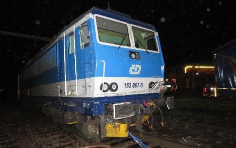 Poškozený předek lokomotivy.