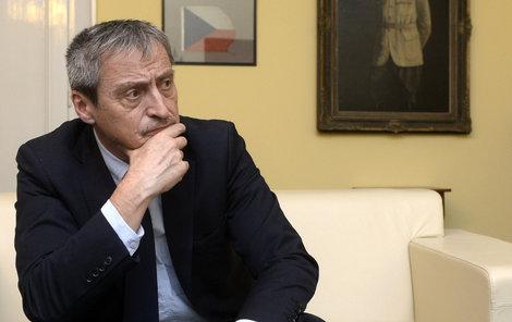Stihne udělat zásadní rozhodnutí současný ministr obrany Martin Stropnický?