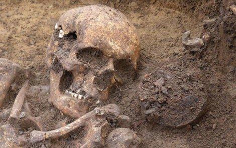 Jeden z odkrytých hrobů lučištníka.