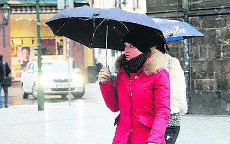 Následující dny nám přinesou déšť a zimu.