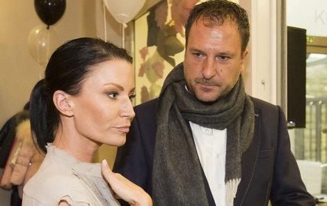 Gábina Partyšová s manželem Danielem Farnbauerem. Rozešli se, na akci spolu ale dál vrkají.