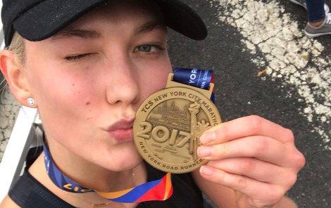 Topmodelka Karlie Kloss zmákla maraton v New Yorku