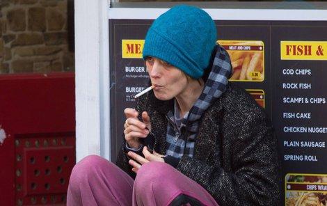 Natáčela v Evropě nový film Rhythm Section o ženě, která spřádá pomstu proti lidem, jež zavinili pád letadla a smrt celé její rodiny. A kvůli odplatě na čas skončila i na ulici…