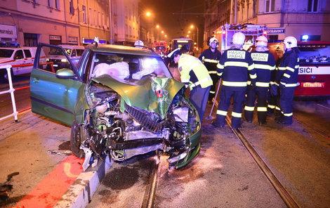 Při nočních nehodách ve městech zemřelo loni 67 lidí.