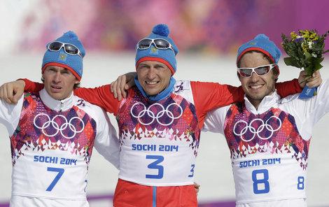 Na stupních vítězů (vlevo) slavil v roce 2014 vedle svých ruských přátel.