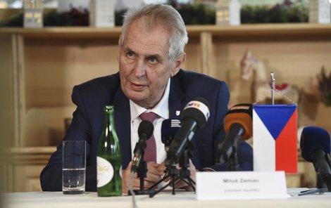 Prezident Miloš Zeman vystoupil 10. listopadu v Jeseníku na tiskové konferenci na závěr své třídenní návštěvy Olomouckého kraje.