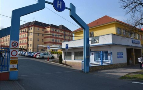 V této nemocnici pacient útočil.