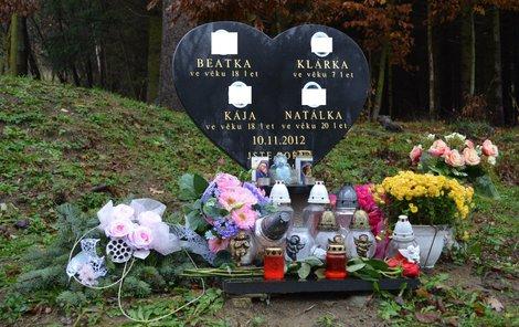 Oběti mají nové pietní místo 100 m od místa tragedie.