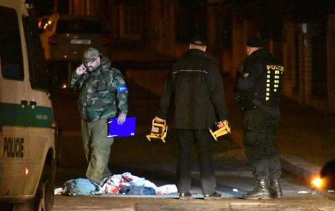 Místo činu kriminalisté a technici ohledávali až do dvou hodin do rána.