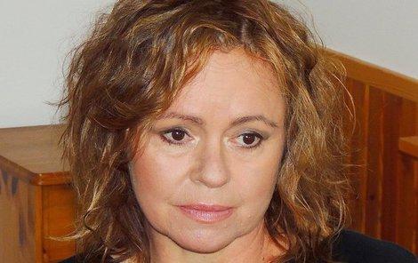 Krize a propady herečka řešila alkoholem.