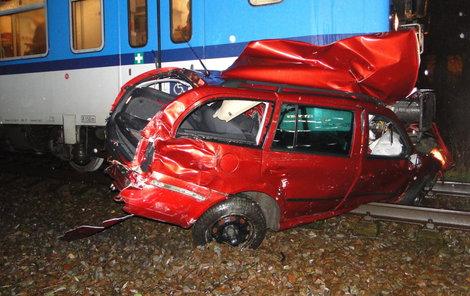 Uvízlé auto smetl vlak...