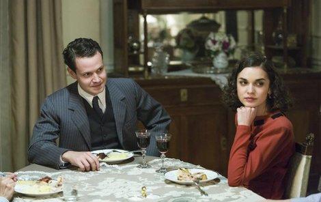 Elišce při natáčení pomáhal její seriálový manžel Bořek Joura.