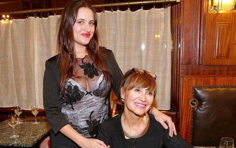 Petra Černocká s dcerou Bárou.