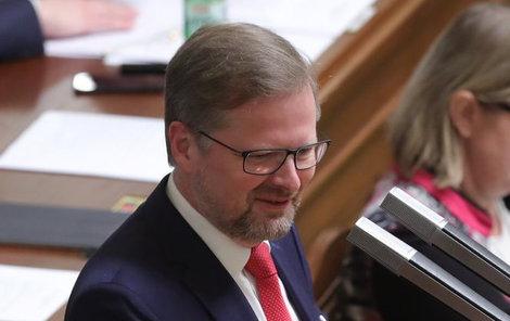 Do vedení Sněmovny nakonec na třetí pokus poslali šéfa ODS Petra Fialu (53).