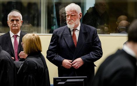 Po vynesení rozsudku do sebe bývalý chorvatský generál Slobodan Praljak (†72)  do sebe »kopl« ampuli jedu!