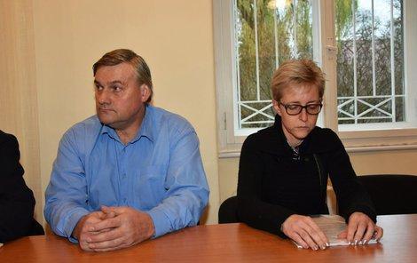Bývalý starosta Vladislav Vaňourek (vlevo) a bývalá obecní účetní Martina Kotlanová.