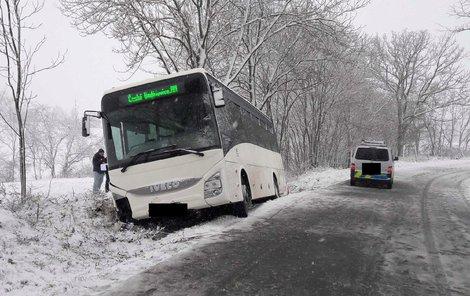 Autobus po nehodě vypadal skoro nepoškozený.
