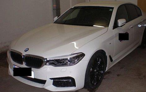 Každý z vozů má cenu kolem 1,8 milionu korun.