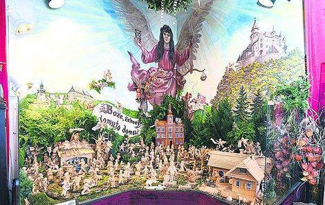 Betlém a jeho 300 figurek, přičemž většina jsou reálné postavy historie i současnosti.