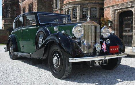 Vyvolávací cena smaragdového Rolls Royce je 180 tisíc liber. Phantom III. byl považován za jedno z nejluxusnějších aut třicátých let.