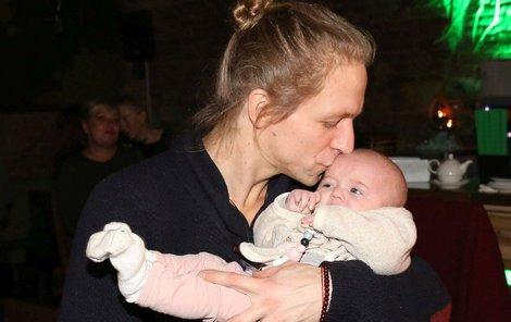 Tomáš Klus s dcerou Jenovéfou.