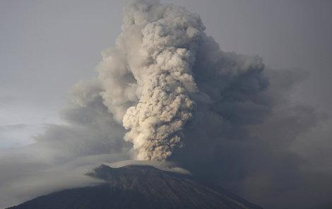 V září 2017 se sopka Agung začala opětovně probouzet. Indonéské úřady evakuovaly tisíce lidí.