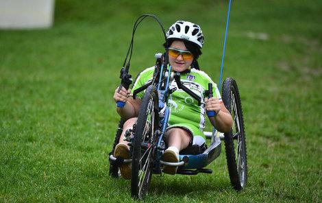 Petra jezdí na handbiku už několik let.