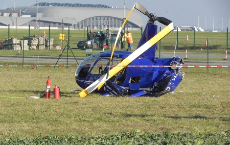 Stroj dopadl na břicho, vrtule se zlomila.