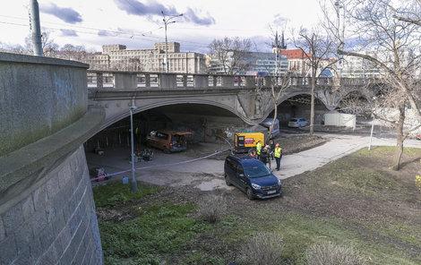 Hlávkův most pod drobnohledem: odborníci zkoumají jeho statiku