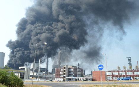 Takto v Unipetrolu hořelo 13. srpna.