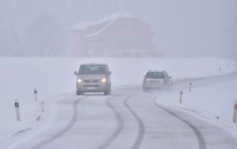 Počasí dá řidičům zabrat.