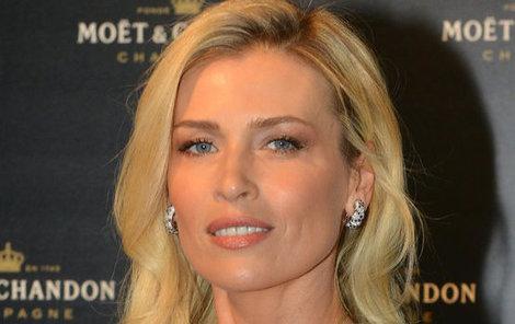 Sexy Daniela Peštová