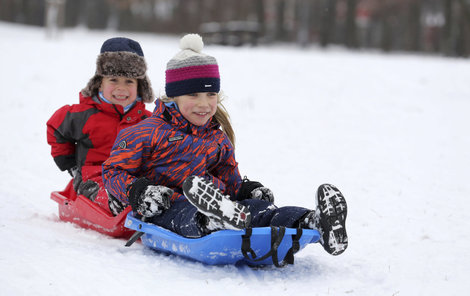 Největší radost ze sněhu a mrazu mají děti.