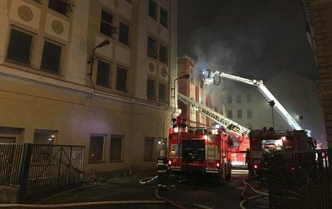 Historická budova v centru Krnova hořela na několika místech.