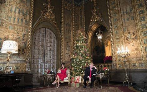 Donald a Melania dětem sdělovali, kde se zrovna nachází Santa Claus.