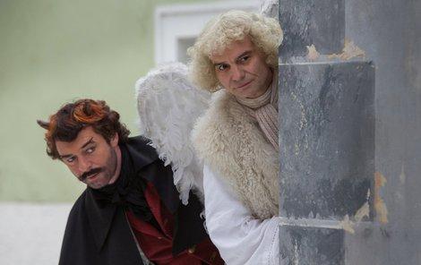 Anděl Páně 2 Hledání kouzelného jablka zamotalo hlavu nejen andělu Petronelovi Ivanu Trojanovi (53) a čertu Uriášovi Jiřímu Dvořákovi (50), ale i rekvizitářům. Na natáčení museli sehnat např. 750 kilo jablek.