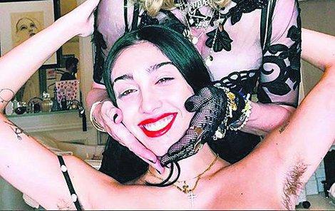 Zpěvačka s dcerou Lourdes obráží ráda večírky!