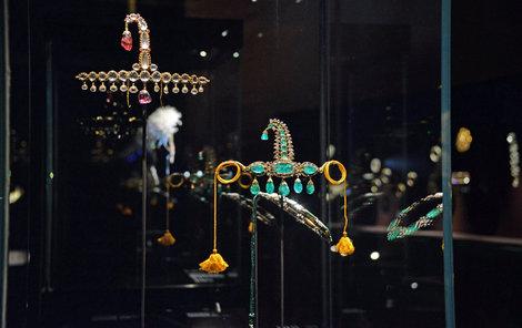 Zloději tak patrně drahé kameny ze šperků vyjmou a prodají je zvlášť.