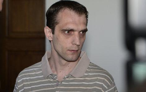 Vrah si odpykává doživotní trest za vraždy tří pražských taxikářů.