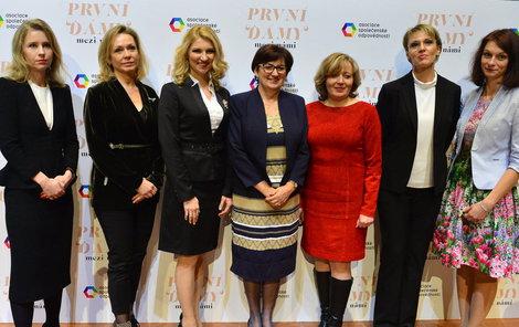 Na akci Asociace společenské odpovědnosti v centru Pražská křižovatka se sešly paní kandidátů na prezidenta.