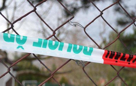 Včera již opravená díra v plotě, kudy měl pachatel k domu vniknout.