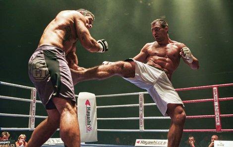 André Reinders při jednom ze svých MMA zápasů