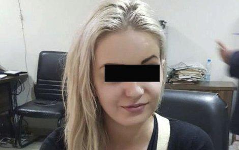 V Pákistánu zadrželi Češku Terezu H. Pašovala 9 kilo heroinu.