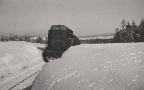 1984 Trať u Potůček na Karlovarsku v roce 1984.