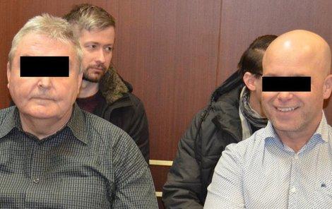 Jiří Š. a Lubomír J. byli u soudu uvolnění a zářili úsměvy.