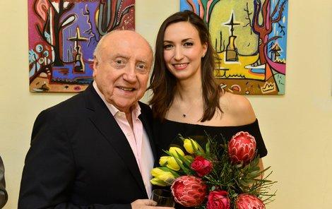 Lucie Gelemová a Felix Slováček na vernisáži Luciiných obrazů