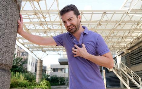 Srdeční selhání se projevuje nejčastěji dušností po námaze, ale i v klidu.