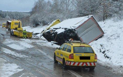 Ještě včera odpoledne se odklízely následky havárie z dálnice D1.