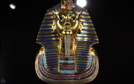 Slavná posmrtná maska mladého faraona.